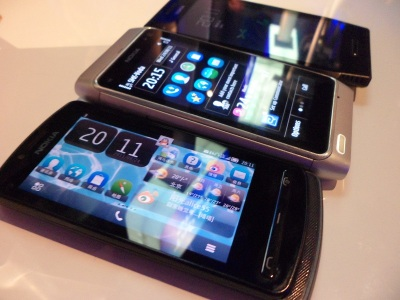 nokia-700-with-n8-and-x7-2.jpg